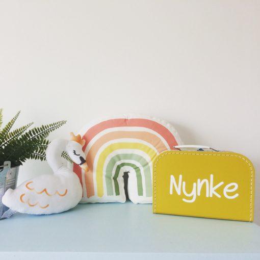 kinderkoffertje Nynke, gepersonaliseerd cadeau, kinderkoffertje, herinneringsbox, wonderzolder.nl