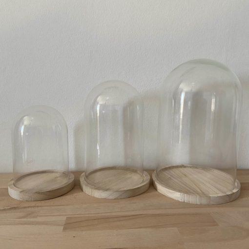 glazen stolpen, glazen stolp met houten onderbord, houten poppetjes, wonderzolder.nl